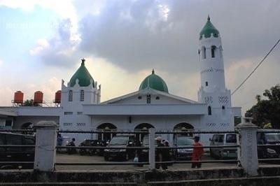 Safari Religi dan Bertawassul di Makam Habib Abdullah Bin Mukhsin Empang, Bogor