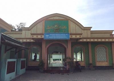 Wisata Religi dan Berdoa di Makam KH Hasbullah Said Tambakberas